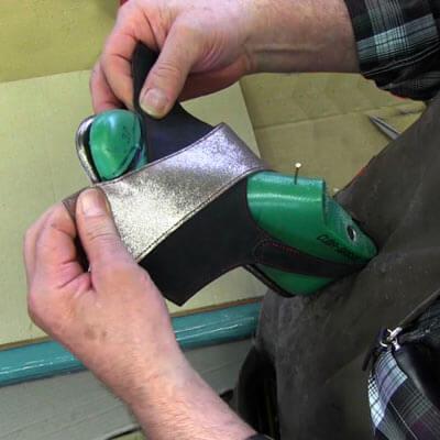 artigiano-lavorazione-calzata